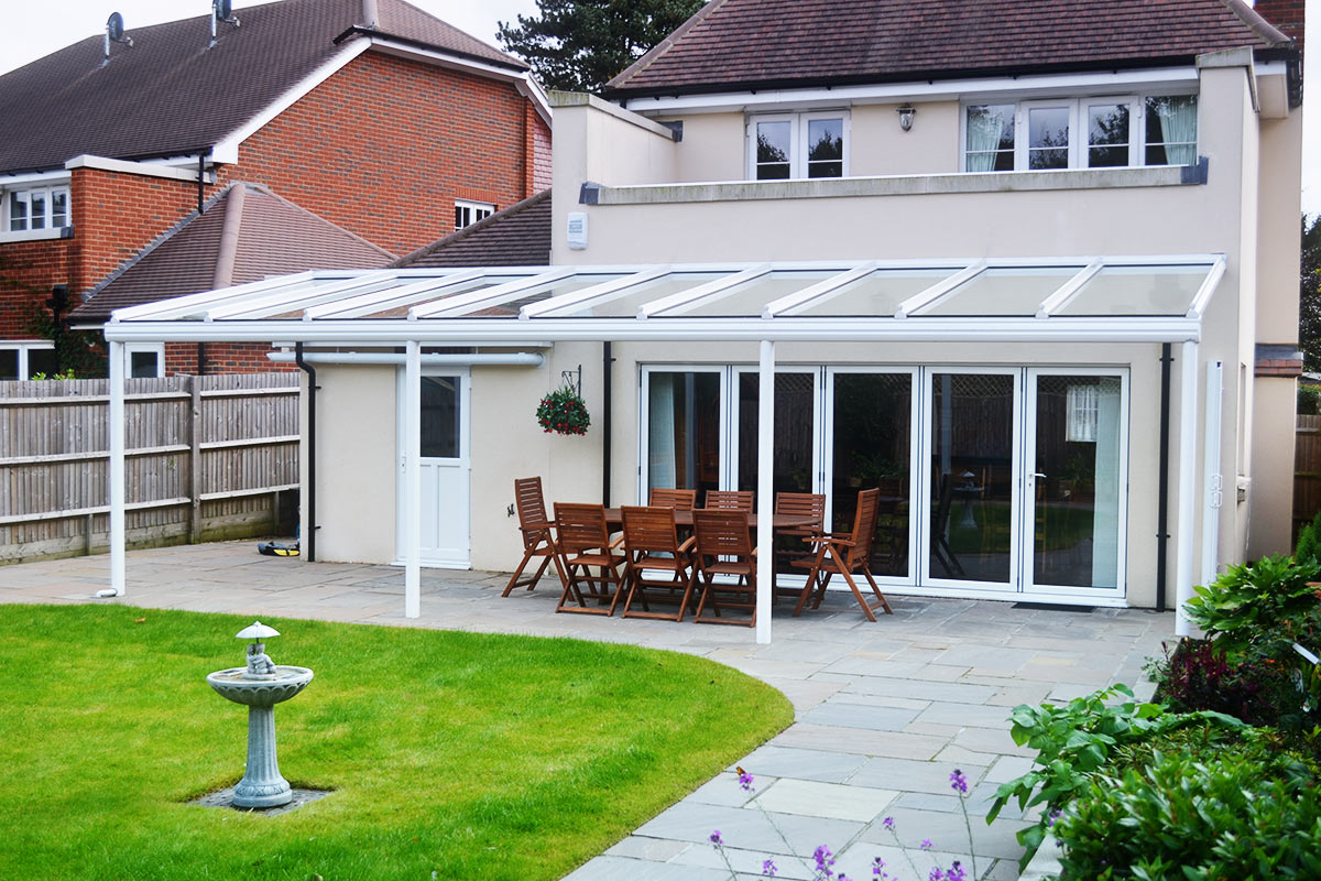 Bespoke patio awnings patio awning installation in essex for Balcony awning